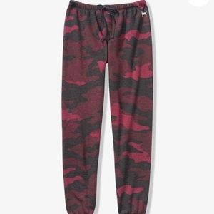 Vctoria's Secret Pink Red Camo Lounge Pants L